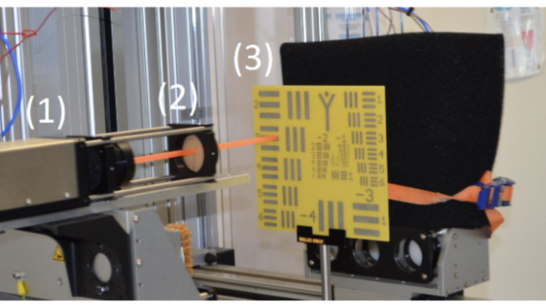 Plastic wavguide for terahertz sensing in reflection